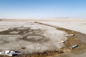 عکس/ بیدار شدن هیولای طوفانهای نمکی در دریاچه ارومیه