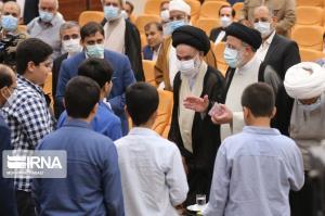 عکس/ دیدار رییس جمهوری با نخبگان، علما و خانواده های شهدا در بوشهر