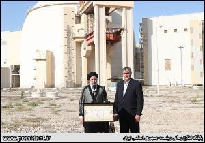عکس/ بازدید رییس جمهور از نیروگاه اتمی بوشهر