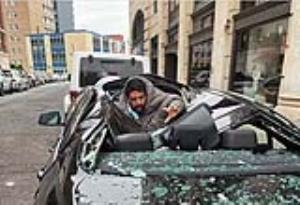 عکس/ سقوط مردی که قصد خودکشی داشت روی بی ام دبلیو!