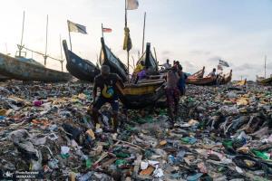 دریایی از پلاستیک و ضایعات در ساحل جزیره جیمز تاون