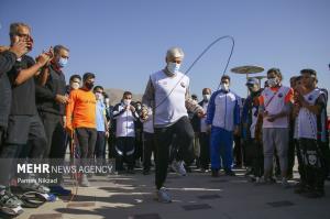 عکس/ طناب زنی وزیر ورزش میان ورزشکاران