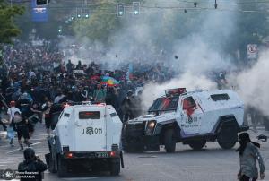 درگیری خونین مردم با پلیس ضد شورش شیلی