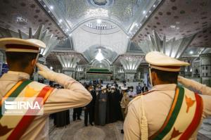 عکس/ ادای احترام میهمانان کنفرانس وحدت اسلامی به امام راحل