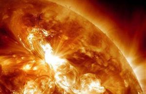 طناب مغناطیسی ، عامل طوفان های خورشیدی