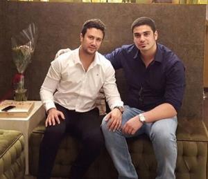چهره ها/ «شاهرخ استخری» در کنار یکی از بازیگران سریال «آمین»