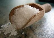شفاخونه/ خواص خوردن نمک و دارچین پیش از غذا