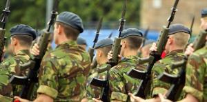 نظامیان انگلیسی در مرز روسیه به خط شدند