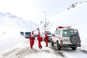 ادامه عملیات امدادگران هلال احمر در مناطق سیلزده فارس و کرمان
