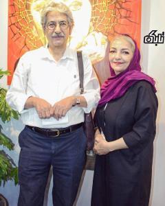 آقای حکایتی در کنار همسرش راضیه برومند