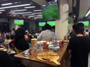 فرماندار تهران: پخش فوتبال در کافهها و قهوهخانهها بلامانع است