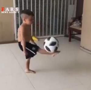 روپایی زدن پسر 4 ساله با پای برهنه!