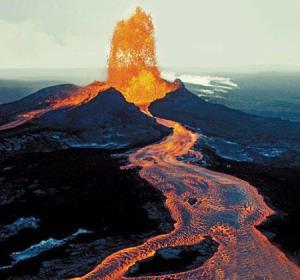 تجربه یک شب اقامت در دهانه آتشفشان فعال!