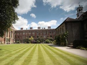 تحصیل رایگان در دانشگاه کمبریج برای دانشجویان محروم