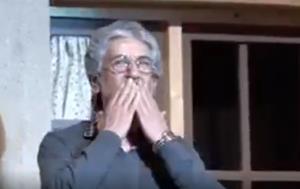 لحظه باشکوه و احساسیِ خواندن شعر آقای حکایتی توسط میهمانان جشنواره قصهگویی