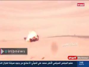 فیلمی از حمله موشکی رزمندگان یمنی در مسیر سعودیها