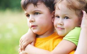 ۷ راه برای بهبود روابط بین خواهر و برادر