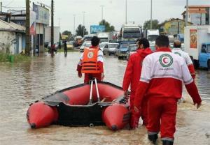 هلال احمر فارس به ۳۹۸ خانوار گرفتار در سیلاب امدادرسانی کرد
