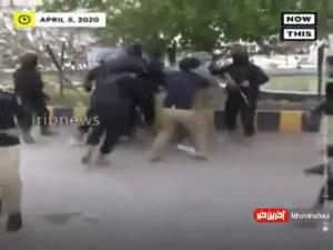 تصاویری از ضرب و جرح پزشکان معترض در پاکستان