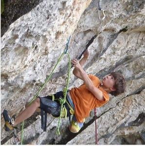 پسر ۱۰ ساله ای که رکورد سختترین مسیر سنگنوردی را زد