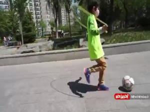 مهارت یک پسر هفت ساله چینی در روپایی و طناب زدن همزمان!