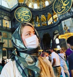چهره ها/ احساس خوشبختی «آمبر هرد» از تماشای مسجد ایاصوفیه استانبول