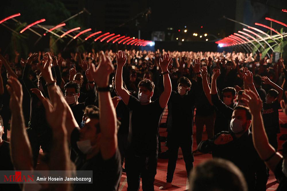 عکس/ عزاداری شب اول محرم در میدان امام خمینی (ره)