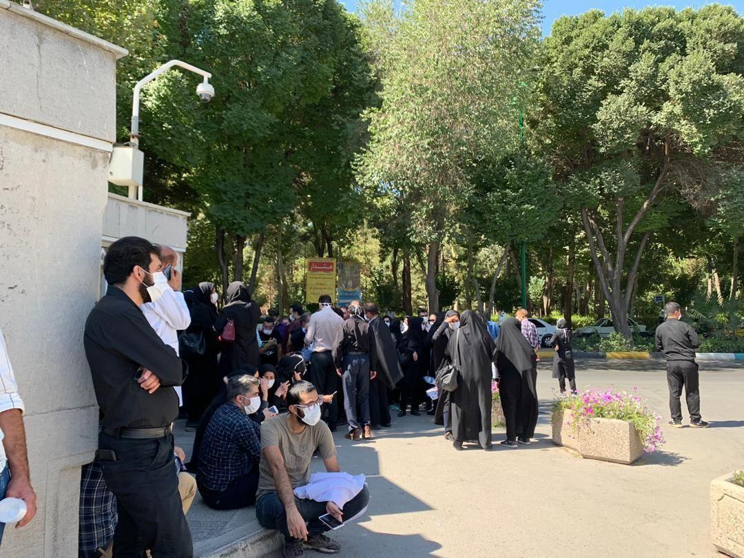 شماري از پرستاران اصفهان مطالبات معوق خود را خواستار شدند
