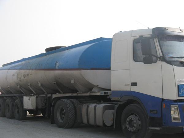 توقیف تریلی حامل بنزین قاچاق در میناب