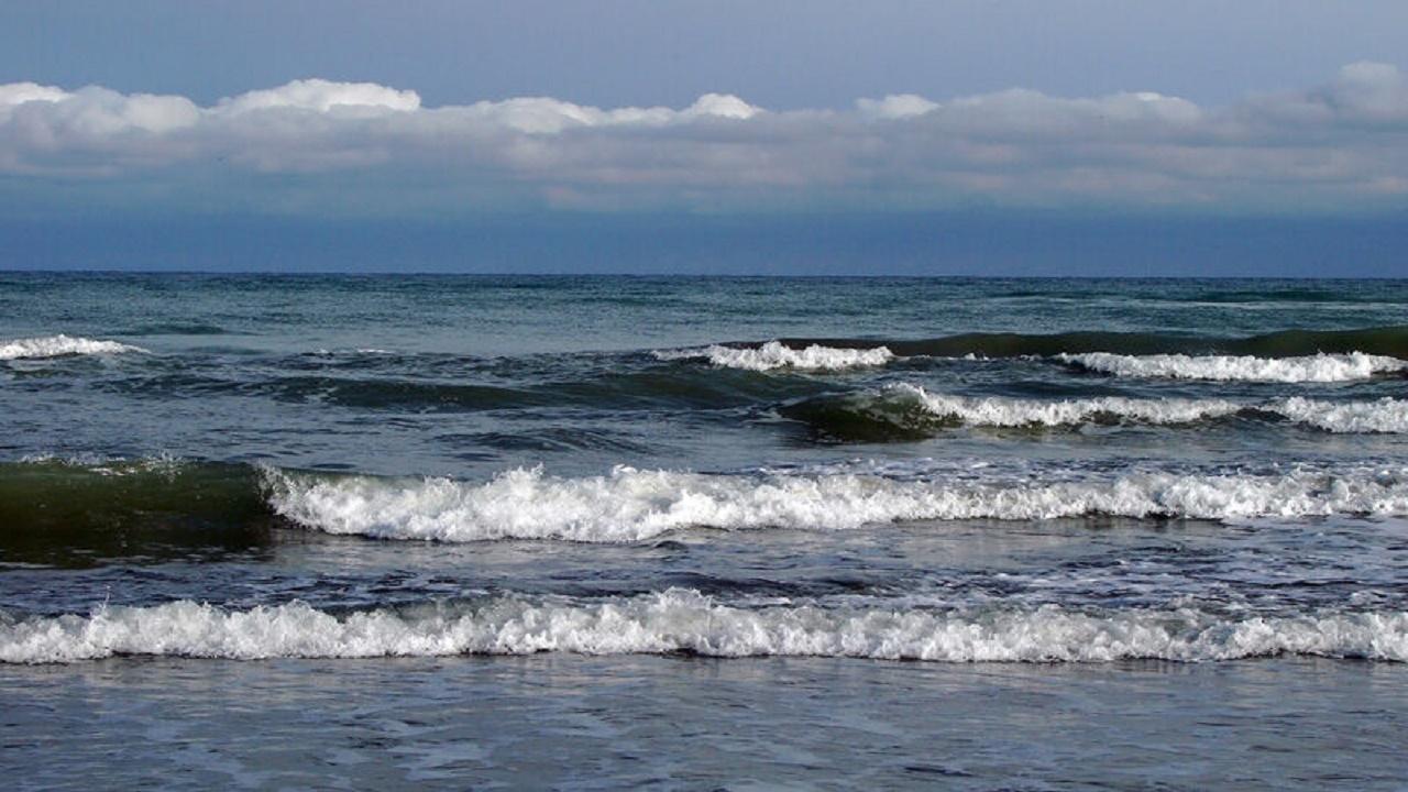 به دریای خزر نروید، ارتفاع موج به ۲/۵ متر میرسد