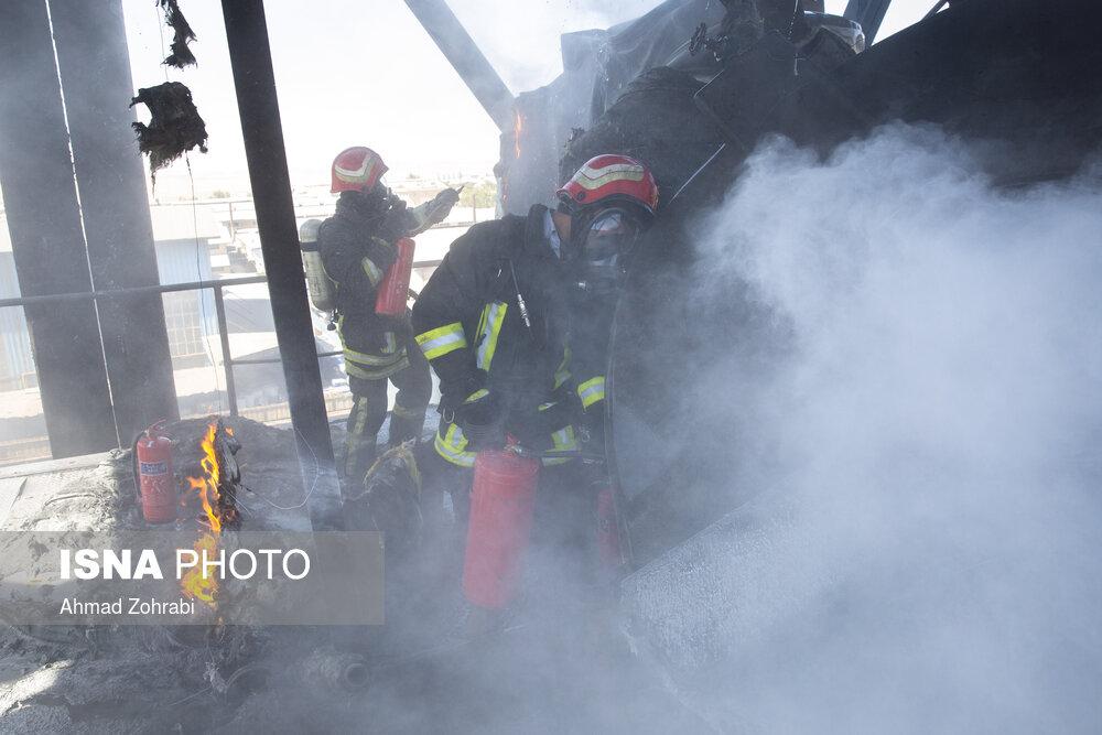 آتش سوزی کارخانه فولاد در شهرک شکوهیه قم