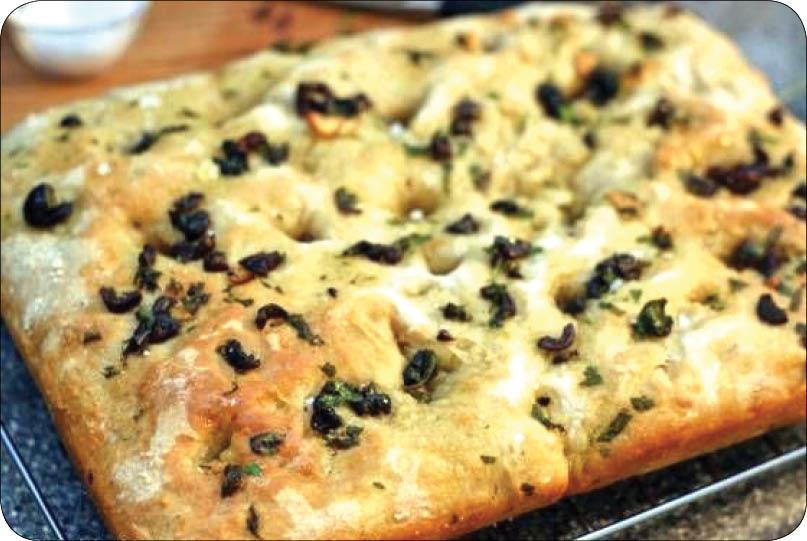 آموزش تهیه نان زیتون و سبزیجات
