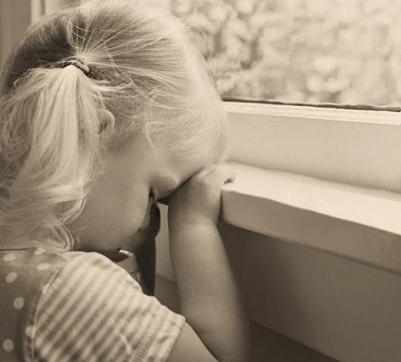 دختر 5 ساله ام تمام علائم یک آدم افسرده را دارد، چه کنم؟