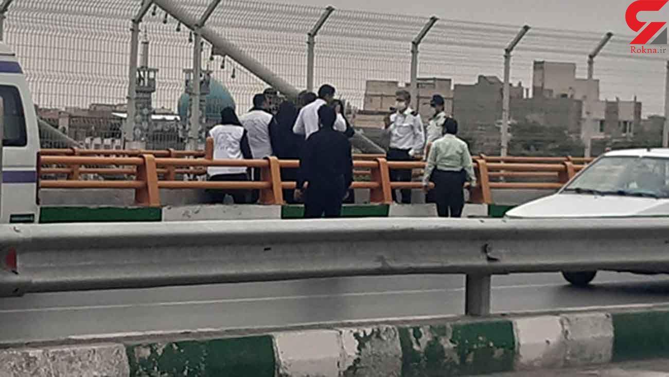 عکس لحظه خودکشی دختر جوان از روی پل در مشهد