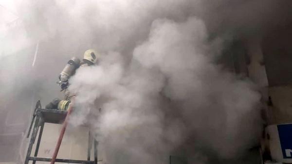 آتش سوزی یک مرکز تجاری در خیابان امیرکبیر