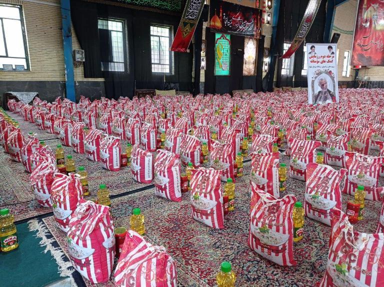 توزیع ۱۵۰۰ بسته معیشتی کمک مومنانه در رابر