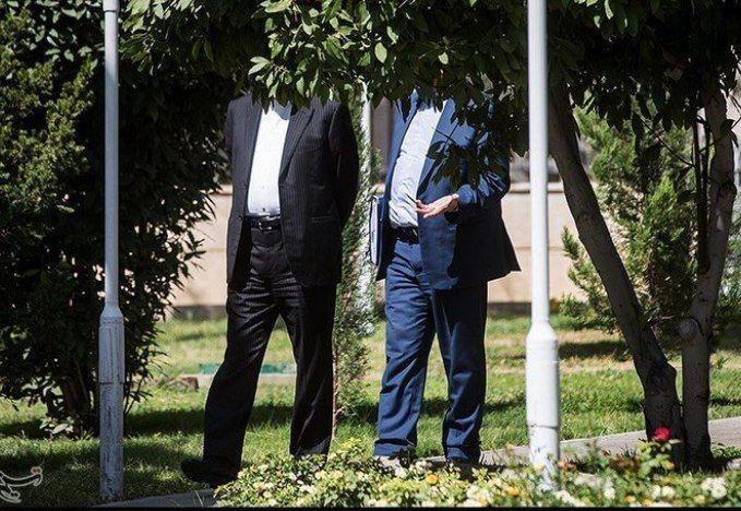 تصویری متفاوت از عبدالناصر همتی و اسحاق جهانگیری در حاشیه جلسه هیئت دولت