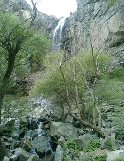 آبشار زیبای «دومانچال» در الموت قزوین