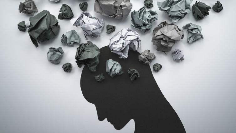 چگونه با فردی که افکار خودکشی دارد مواجه شویم؟