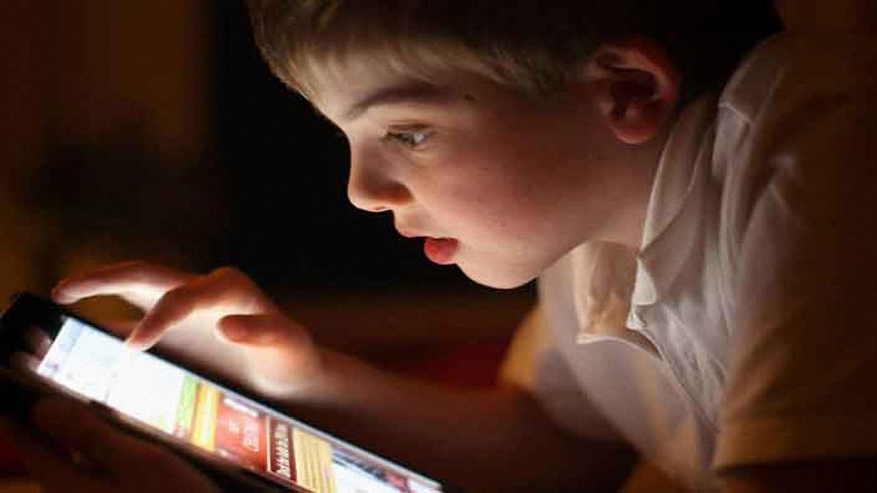 بچهها از چه سنی میتوانند موبایل داشته باشند؟