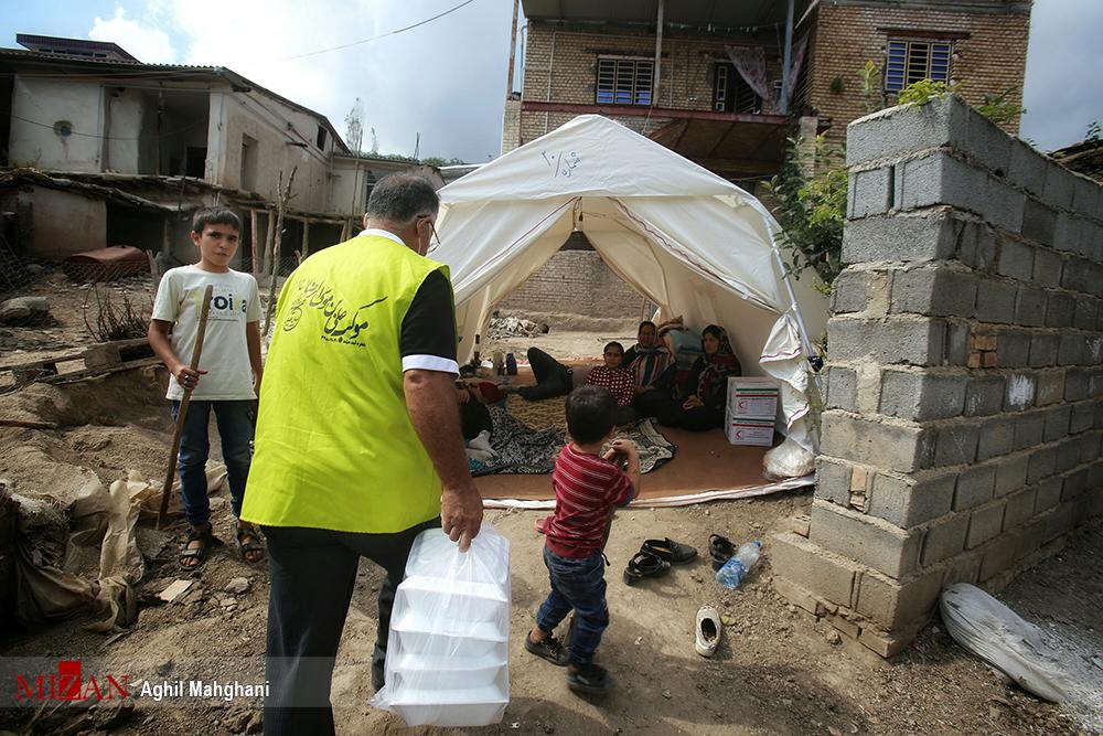 توزیع پنج هزار پرس غذای گرم در بین زلزله زدگان رامیان