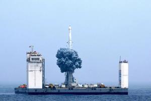چین برای پرتاب راکت از روی دریا پایگاه فضایی شناور میسازد