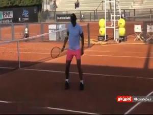 روپایی زدن رافائل نادال با توپ تنیس