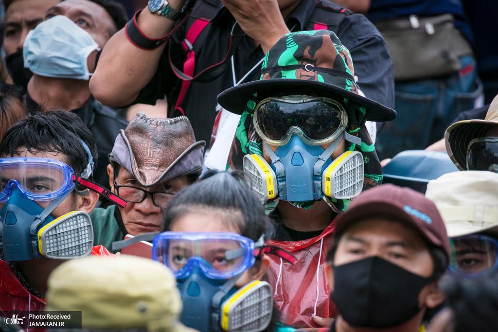 اعتراضات ضد دولتی با تجهیزات عجیب کرونایی در تایلند!