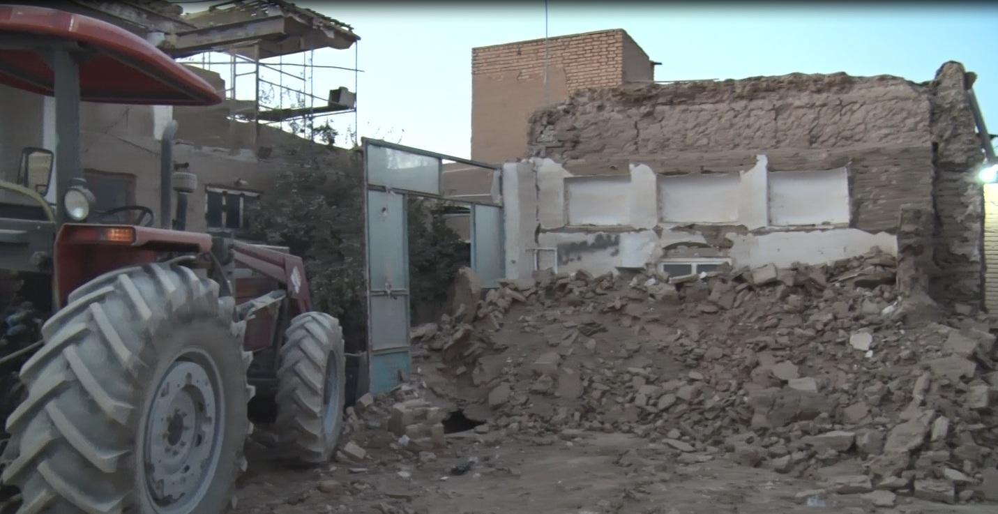 ترکیدگی لوله آب موجب تخریب خانه پیرزن میبدی شد