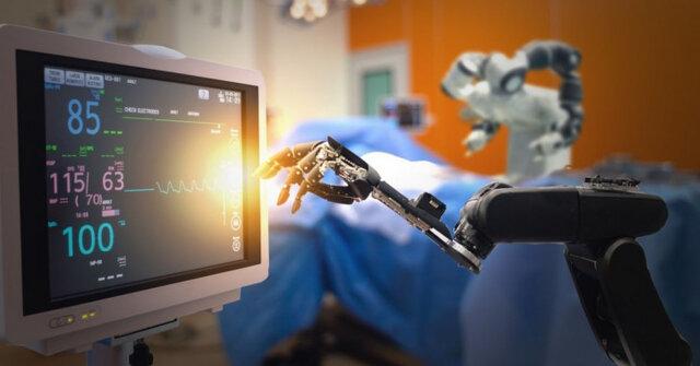نخستین جراحی همزمان توسط یک ربات و ۱۴ جراح