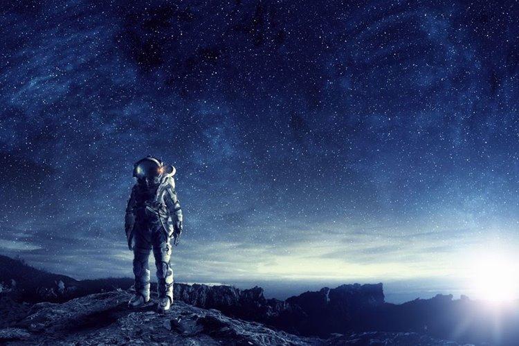 برنامهی ناسا برای ارسال نخستین فضانورد زن به ماه