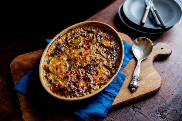 شام/ گراتن گوشت و قارچ را امشب به عزيزانتان تقديم کنيد