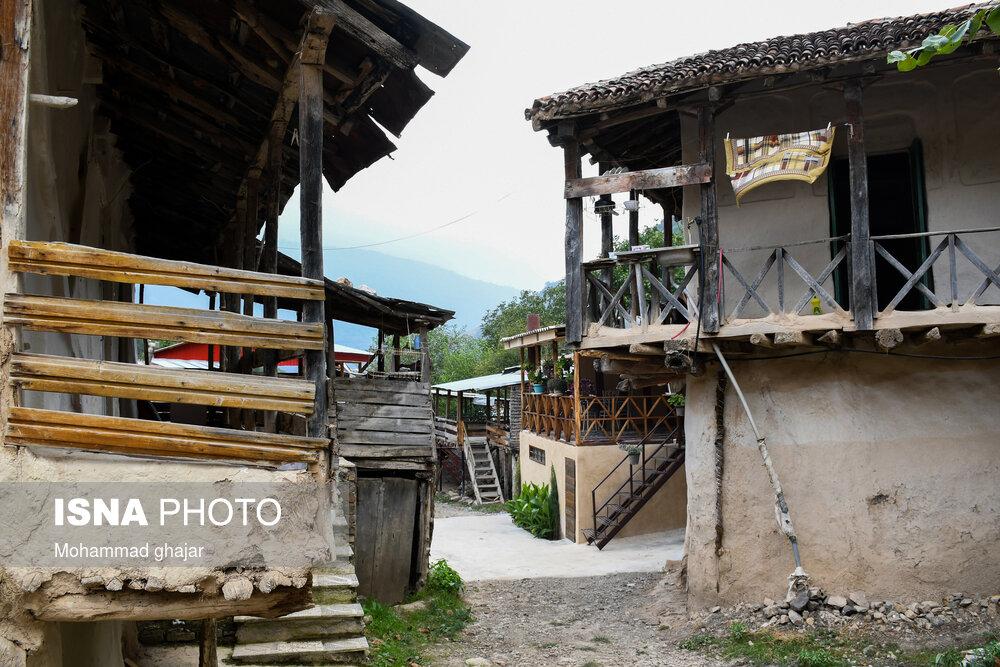 عکس/ زندگی رویایی در «چلی سفلی»؛ روستایی با کلبه های چوبی!