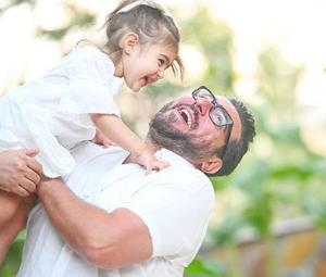 چهره ها/ محسن کیایی و دخترش رز